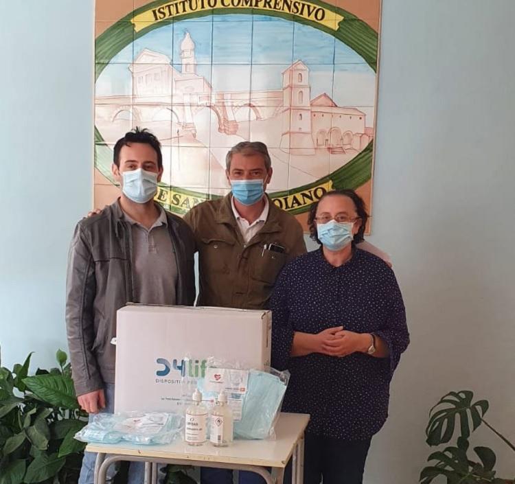 Domenico Matera:Azienda dona mascherine e gel a scuole di Bucciano
