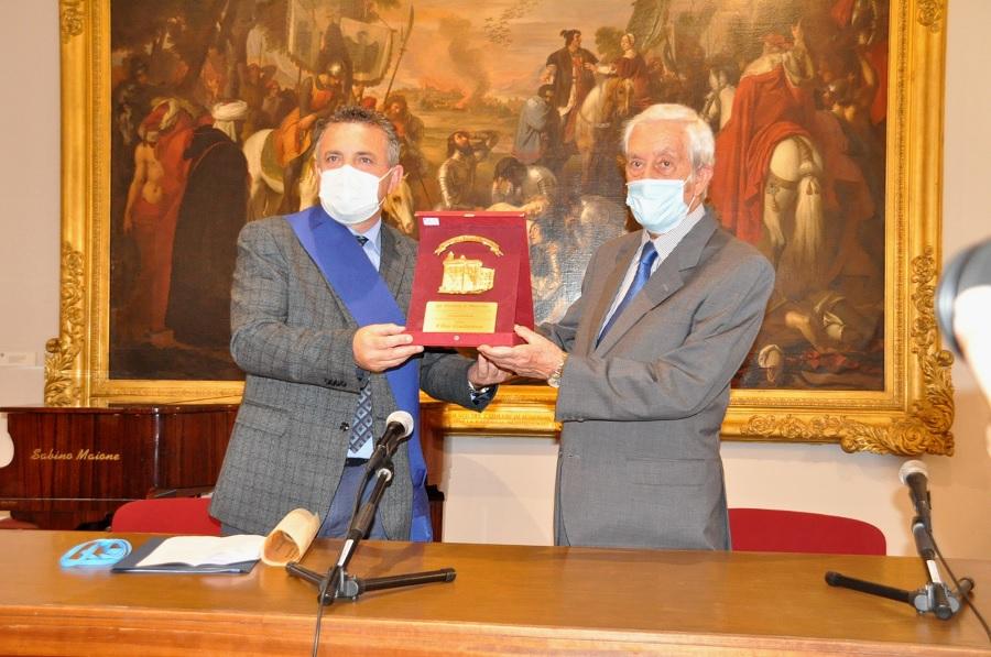 Consegnato al prof.Elio Galasso il titolo di direttore emerito del Museo del Sannio