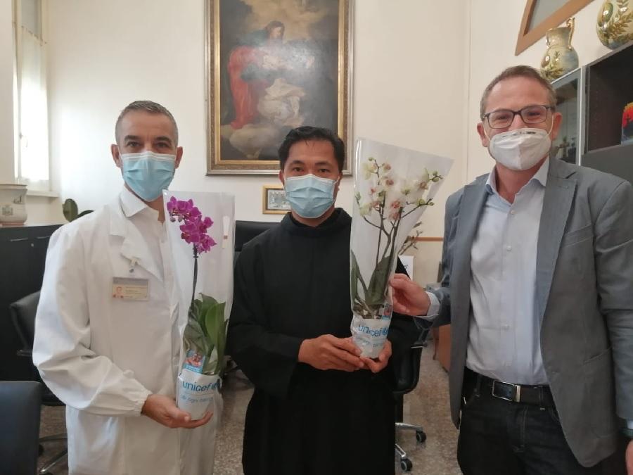 """Campagna """"Orchidea 2020"""". L'Unicef dona orchidee al Fatebenefratelli"""