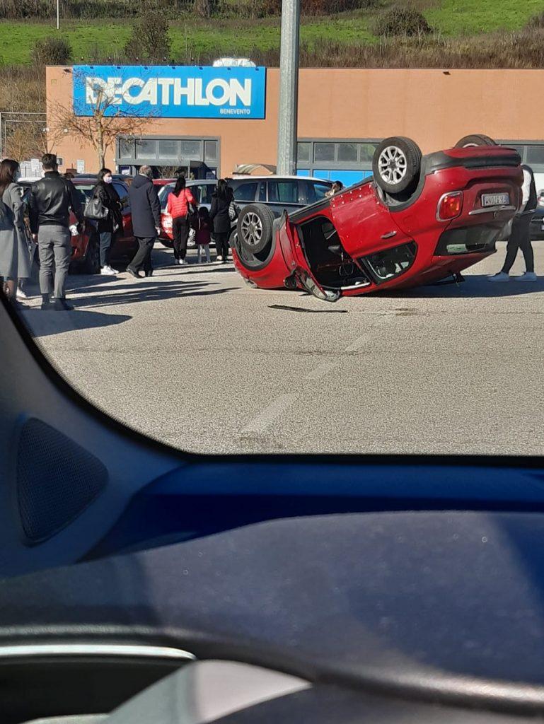L'invito di Fioravante Bosco in merito all'incidente che ha visto coinvolto una 500 capovolta a testa in giù presso il parcheggio Leclerc