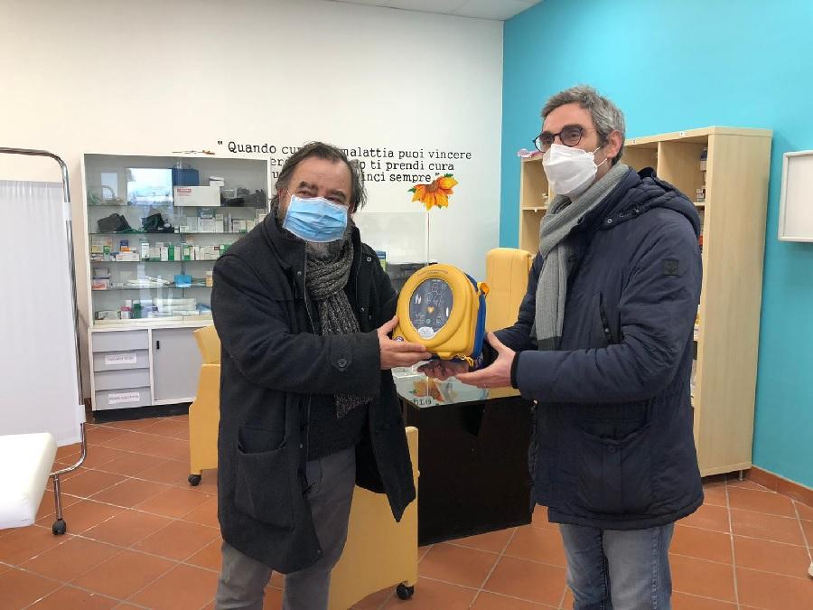 Gesesa per la salute e la sicurezza. Consegnato un defibrillatore alla Caritas di Benevento.