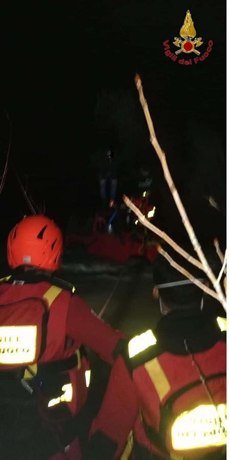 Pietrelcina,Vigili del Fuoco all'opera durante la notte per soccorrere due persone finite nel fiume Tammaro