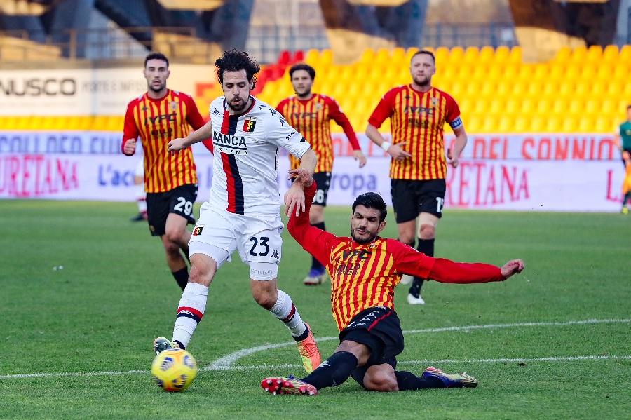 Il Benevento lotta con i denti, supera il Genoa e prova ad allontanarsi dalle zone basse. Benevento 2 Genoa 0