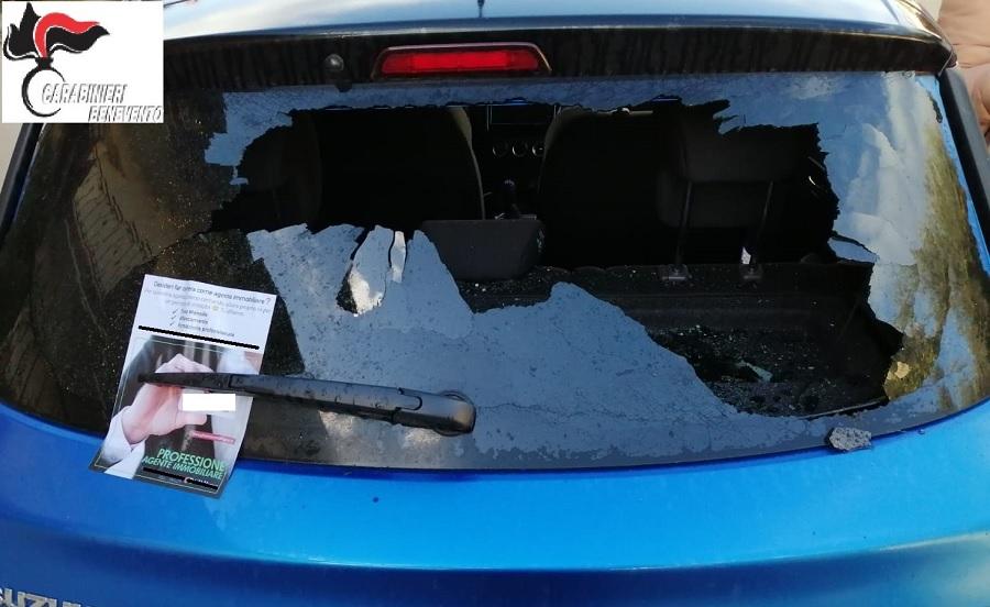 Danneggiate due auto in sosta a Paduli durante la notte.Scoperto e denunciato l'autore