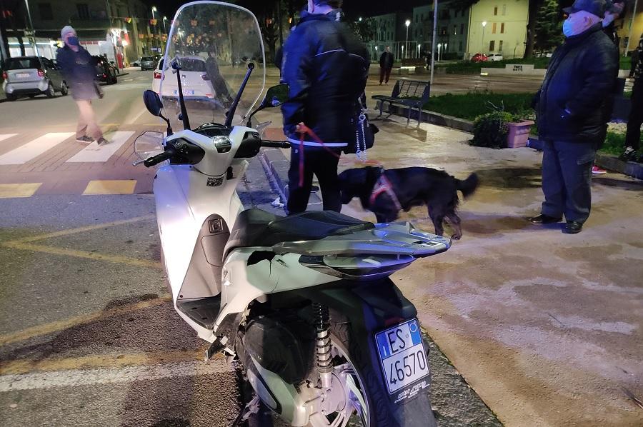 Scontro auto motorino in piazza San Modesto. Finiscono all'ospedale due diciassettenni