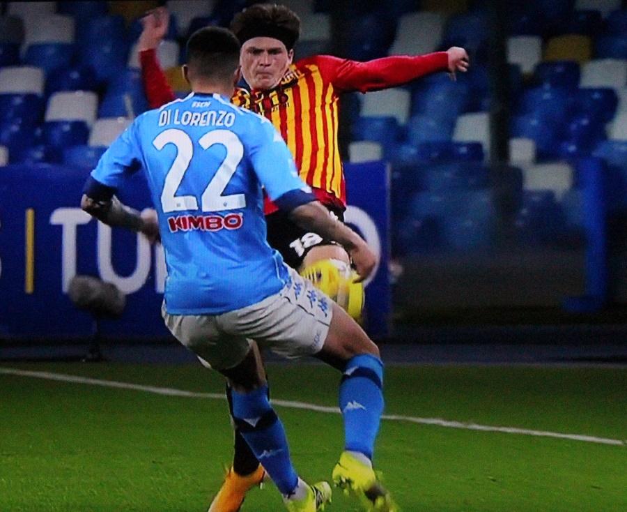 Due disattenzioni castigano il Benevento. Napoli 2 Benevento 0