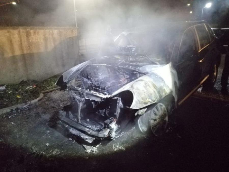 Benevento. Nella notte in fiamme Porsche Cayenne di un dirigente comunale