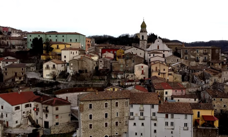 """Il regista Raffaele Pilla ha realizzato un video su Santa Croce del Sannio.Di Maria: """"Lavoro di grande bellezza"""""""