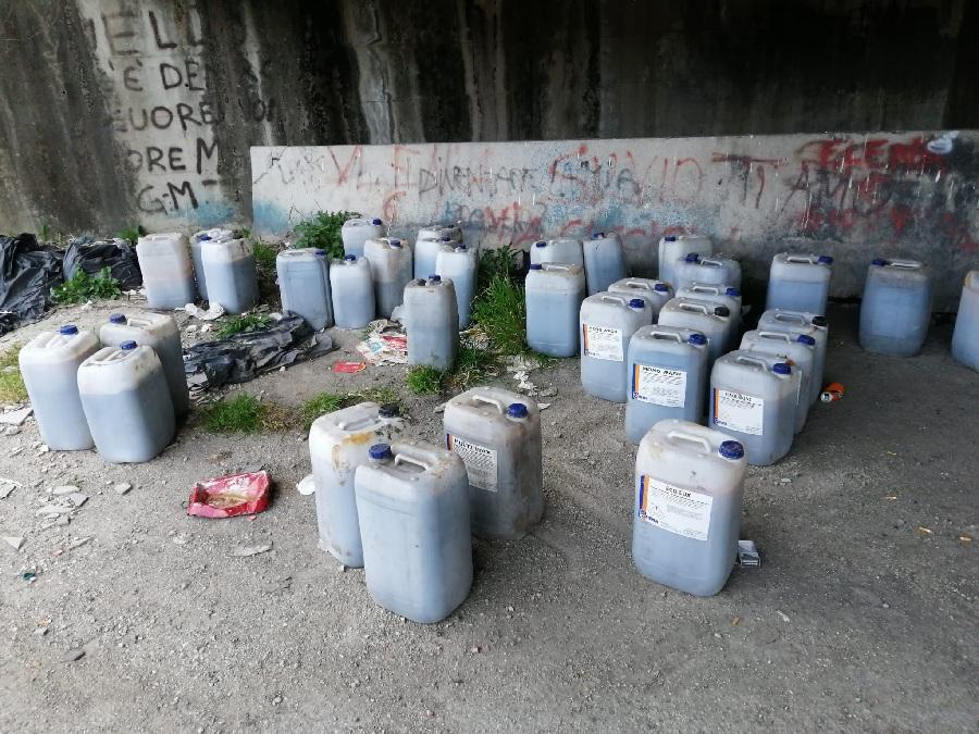 Polizia Municipale Benevento. Scoperto autore di abbandono di 38 fusti di plastica