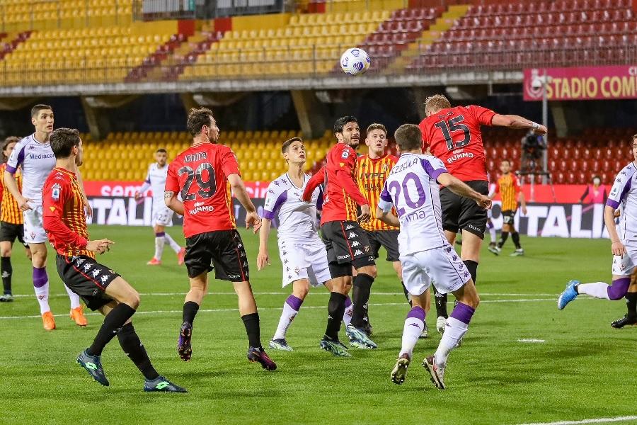 Per il Benevento ora è notte fonda. La Fiorentina espugna il Vigorito per 4 a 1. Da domani in ritiro.