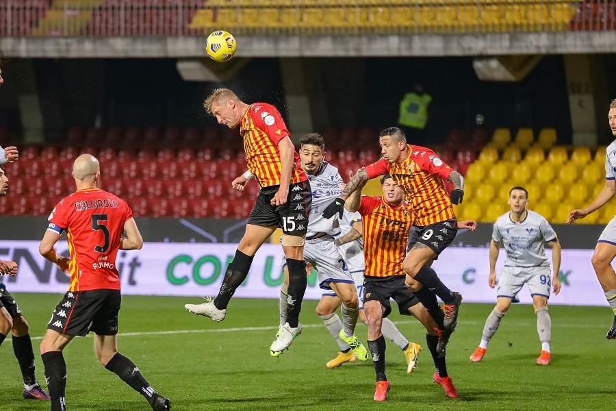 Benevento è crisi, sconfitto anche dal Verona per 3 reti a zero.