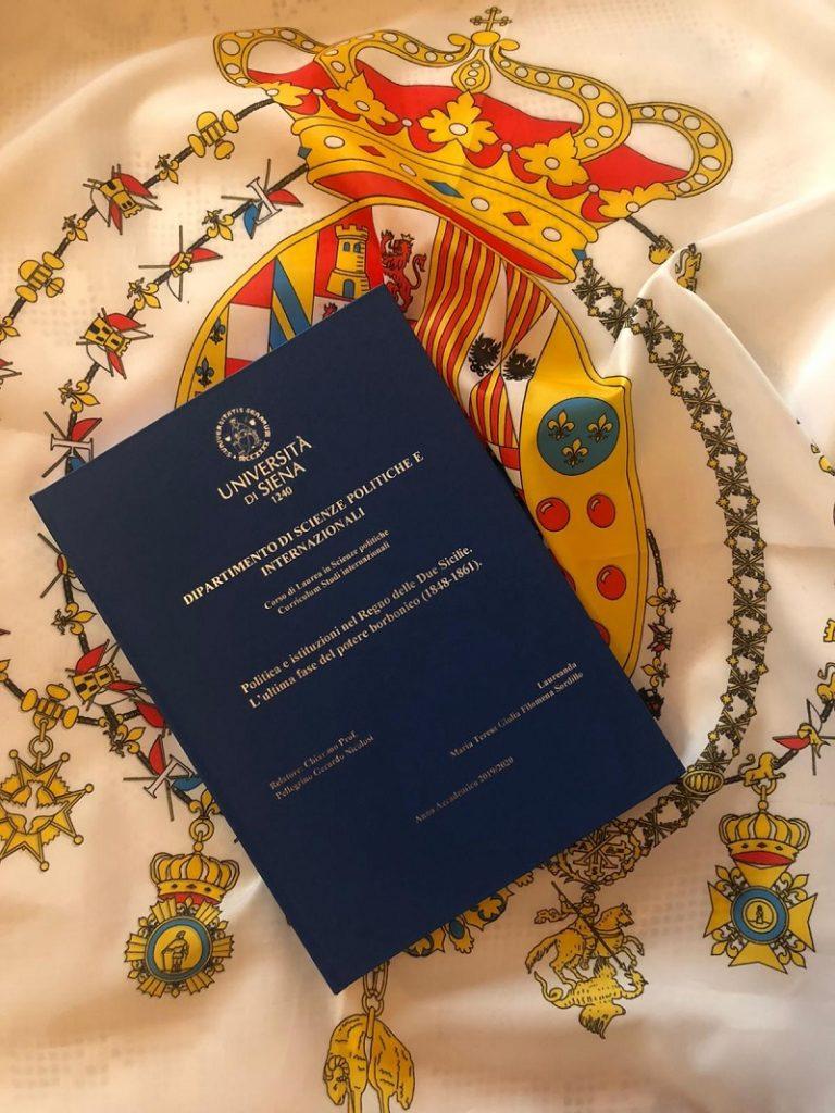 Si laurea brillantemente  presso l'Università di Siena Maria Teresa Sordillo