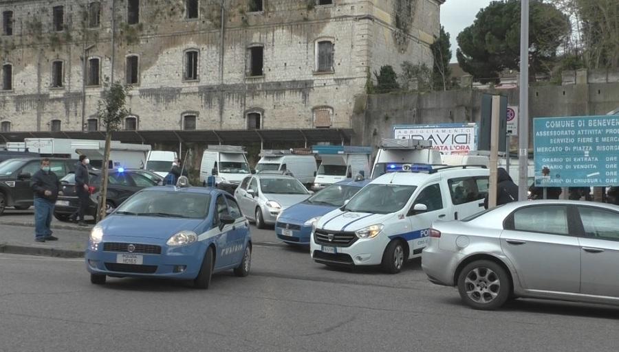 Benevento. Ambulanti e non solo sfilano in corteo per protesta per le strade della città