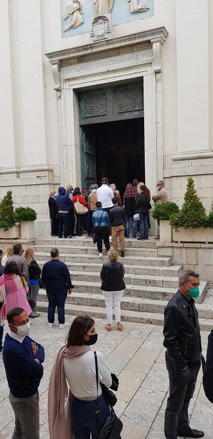 Pietrelcina. Folla di fedeli e devoti di Padre Pio nella cittadina sannita