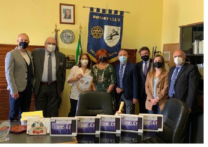 Il Rotary Club Valle Telesina consegna 10 Tablet alle scuole presenti sul proprio territorio