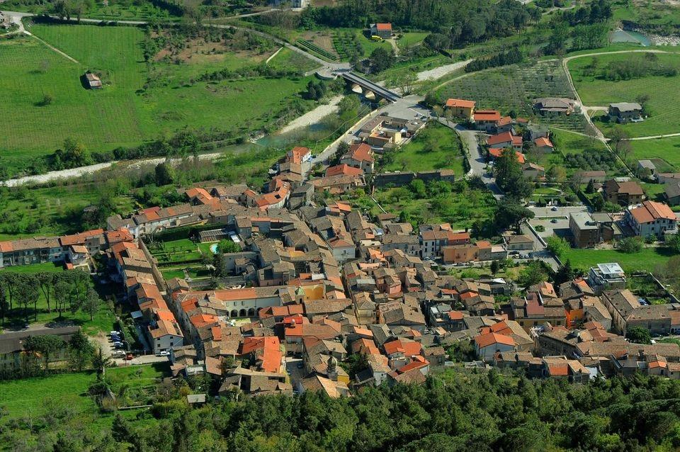 San Lorenzello. Ordinanza Sindacale di rimozione di sedie vasi, contenitori e piante dinanzi le case su via pubblica