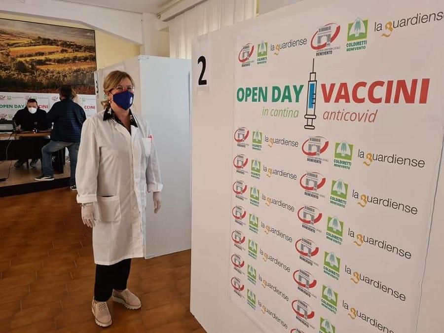 Torna vaccini in cantina, domenica i richiami presso Solopaca e Guardiense