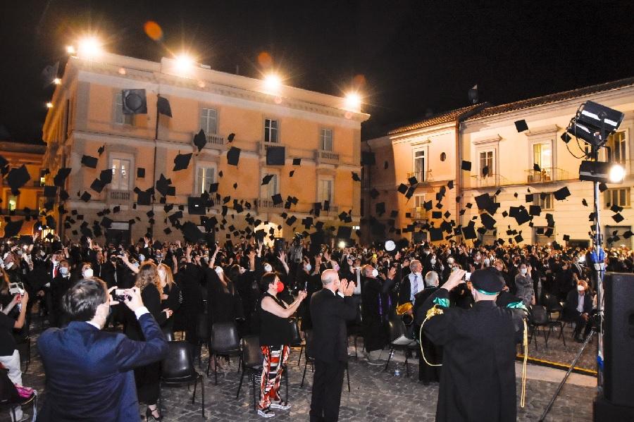 Graduation Day per 800 neolureati