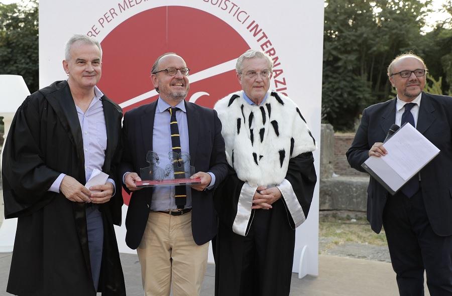 """Unifortunato """"Premio Traiano"""" serata entusiasmante al Teatro Romano di Benevento."""