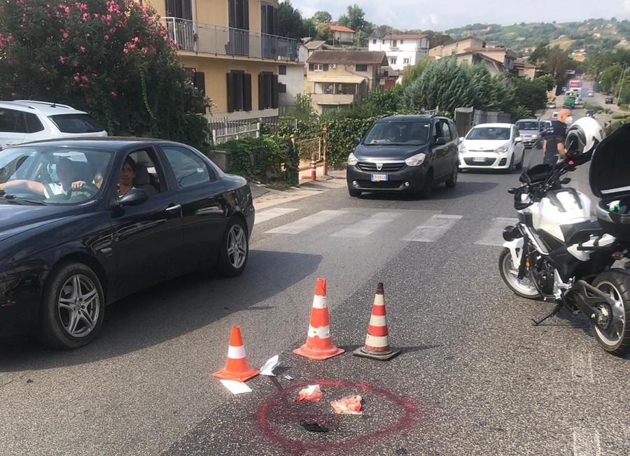 Benevento, 82enne alla guida di una Lancia Y10 investe una donna. Ritirata la patente di guida.