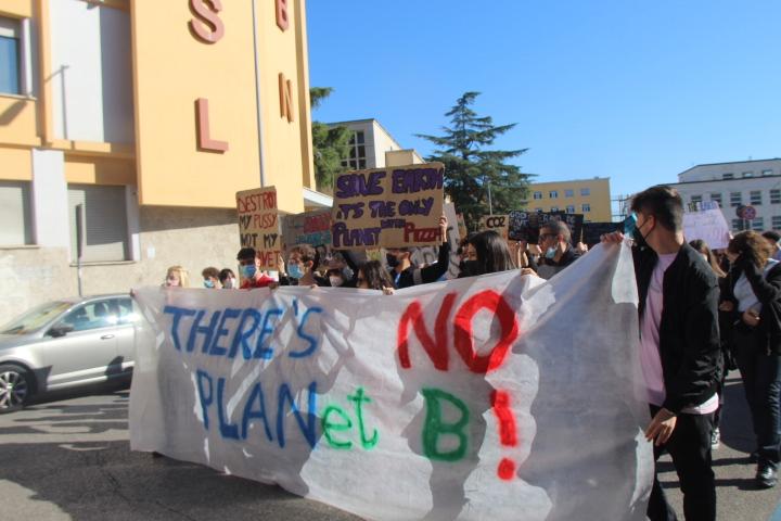 """""""Global Strike for future"""", studenti in corteo a Benevento"""