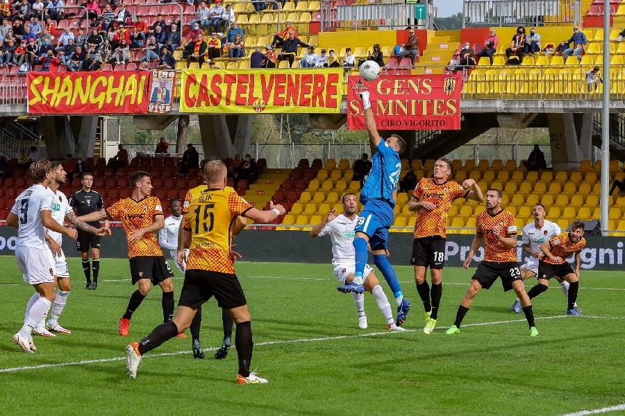Il Benevento torna a vincere strapazzando il Cosenza per 3 a 0