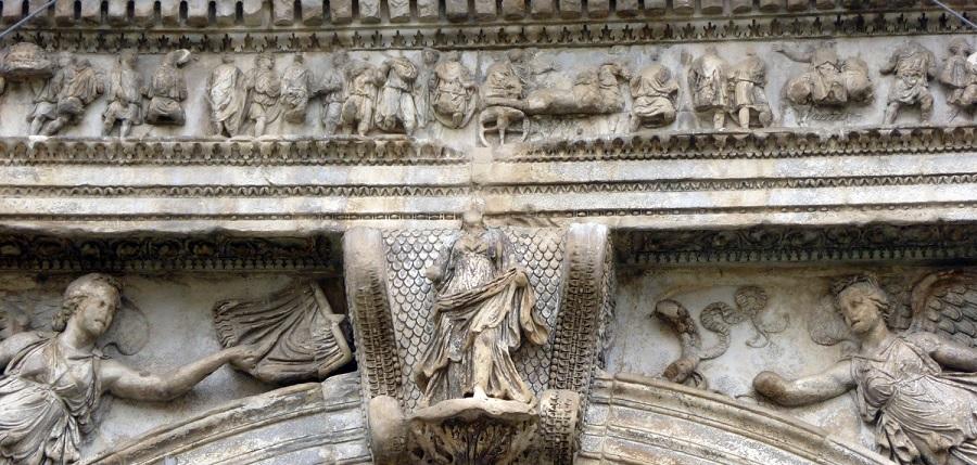 La dea di Traiano: una lezione sotto l'Arco di Benevento a cura dell'Università degli Studi del Sannio con McClintock